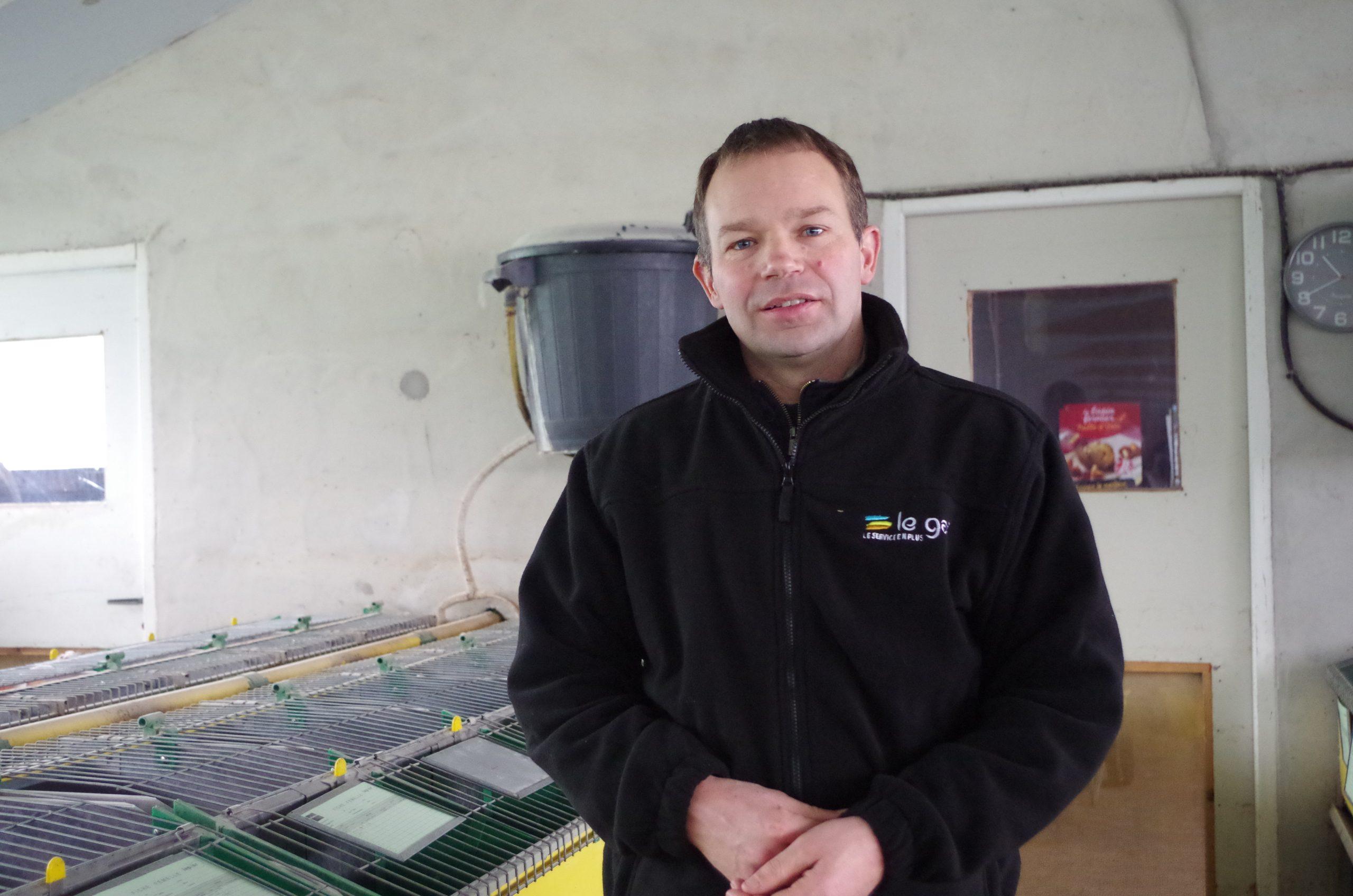 Mickaël Grall éleveur de lapins fermiers au sein des Fermiers d'Argoat